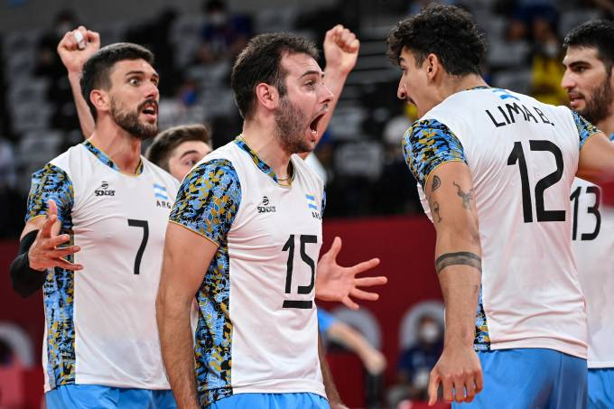 Jogadores da Argentina comemoram a vitória sobre o Brasil