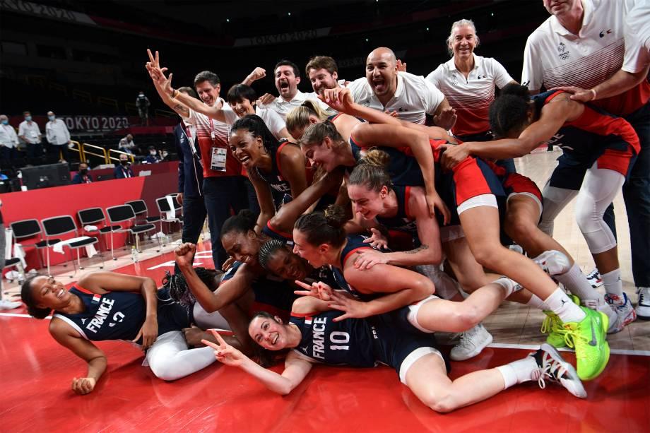 Seleção francesa de basquete ganha a medalha de bronze em partida contra a Sérvia -