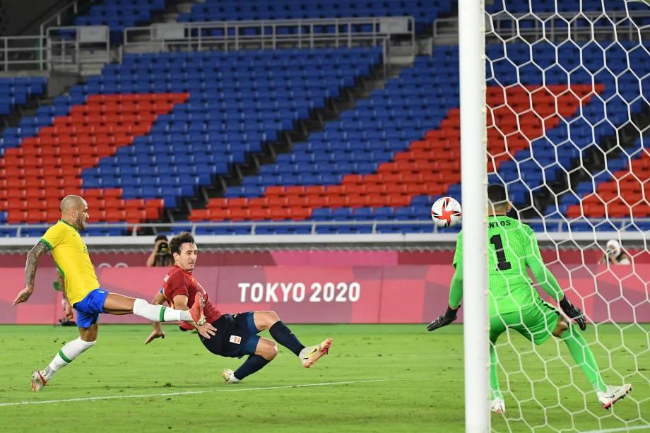 Mikel Oyarzabal em lance que resultou no gol de empate da Espanha -