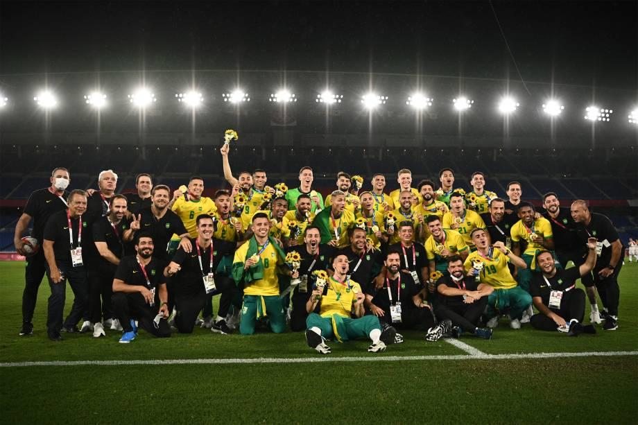 Jogadores do Brasil comemoram o ouro no futebol -