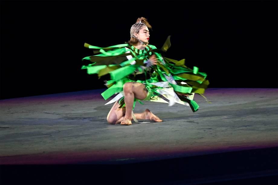 A dançarina Aoi Yamada faz apresentação na cerimônia de encerramento de Tóquio 2020 -