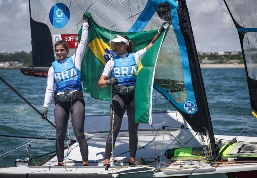 Kahena Kunze e Martine Grael comemorando a medalha de ouro -