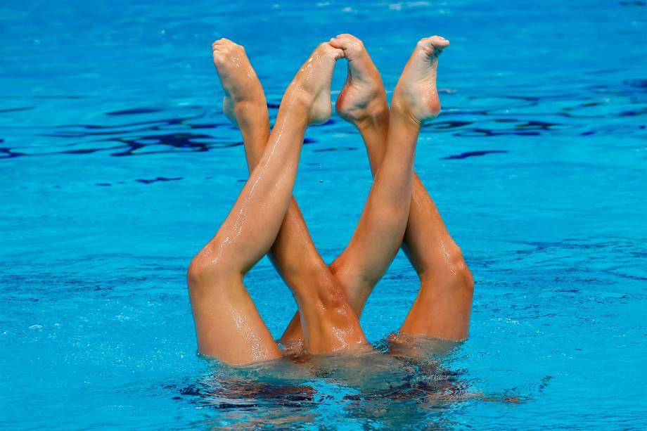 As espanholas Alisa Ozhogina Ozhogin e Iris Tió Casas na final de natação artística -