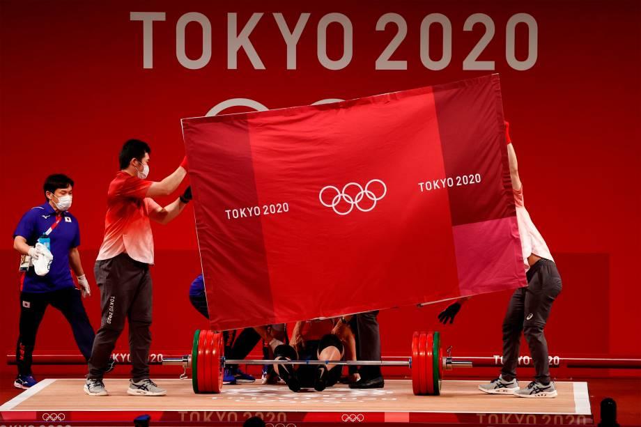 O japonês Toshiki Yamamoto após falhar no levantamento de peso -