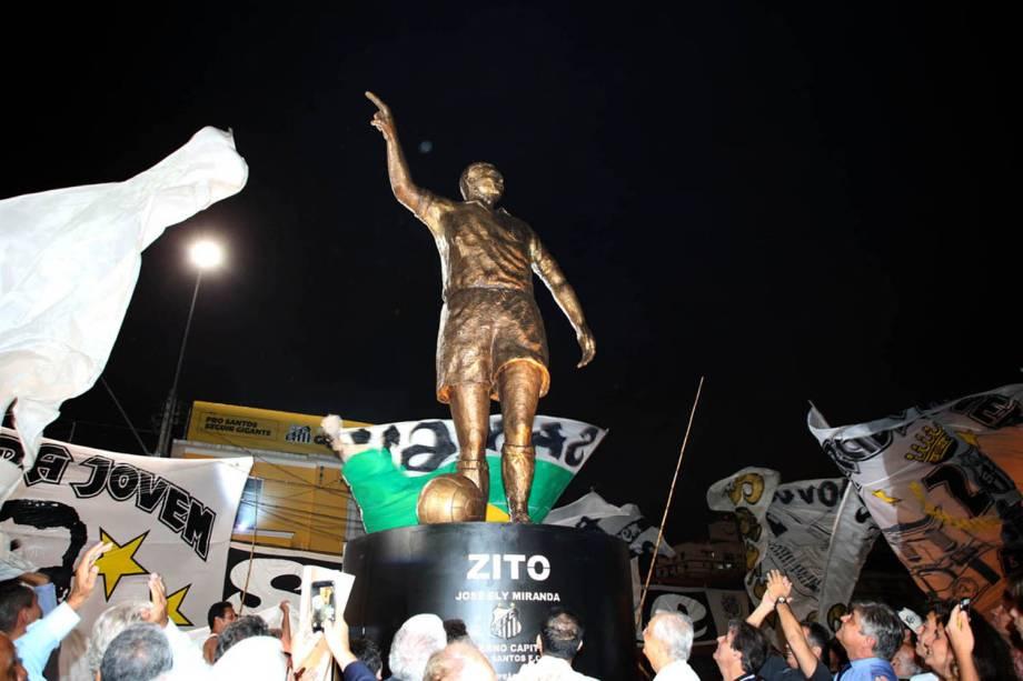 Estátua de Zito, multicampeão pelo Santos e pela seleção brasileira, na Vila Belmiro -