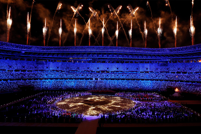 -FOTODELDIA- EA7924. TOKIO (JAPÓN), 08/08/2021.- Vista general del estadio olímpico durante la ceremonia de clausura de los Juegos Olímpicos de Tokio 2020, este domingo. Japón clausura los Juegos Olímpicos de Tokio, que salieron adelante pese a estar rodado de dudas sobre su cancelación durante meses y que será recordado por las restricciones sobre todos sus participantes. EFE/ Michael Reynolds