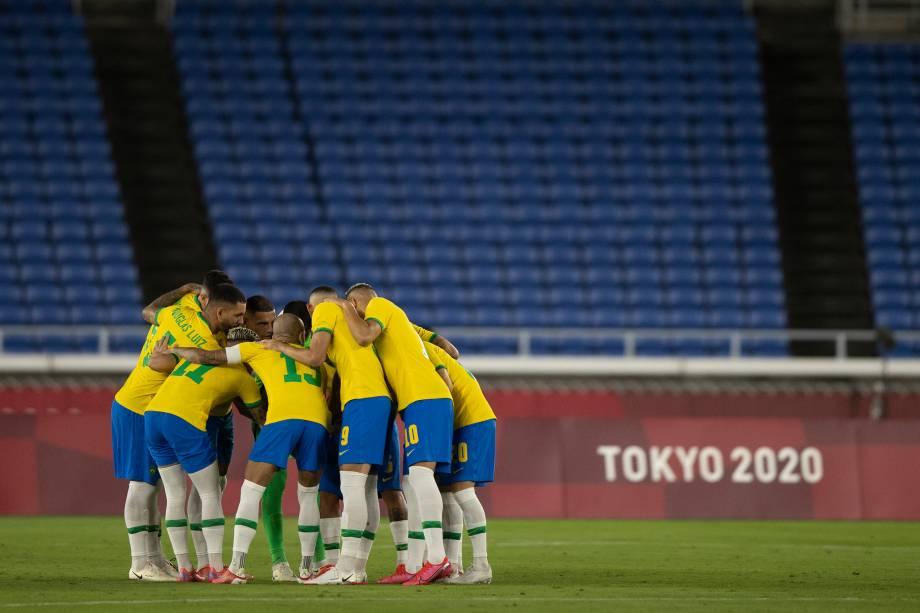 Seleção brasileira reunida antes do início da partida -