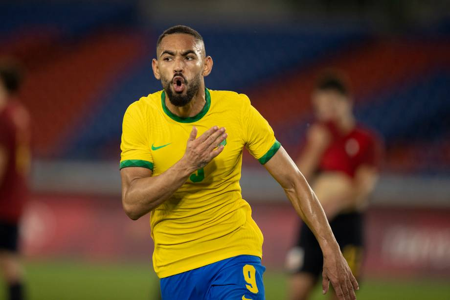 Matheus Cunha comemorando o primeiro gol do Brasil na partida -