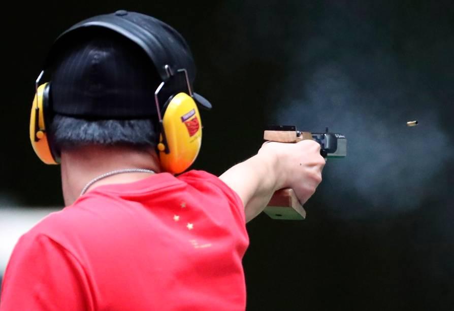 Yuehong L, da China, durante prova no tiro -