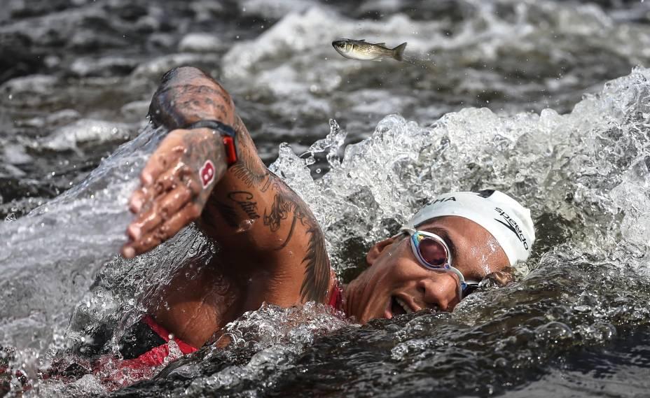 Ana Marcela durante a prova de maratona aquática, no Odaiba Marine Park -