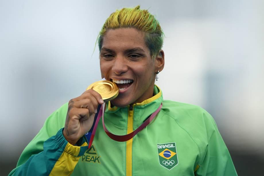 Ana Marcela Cunha, do Brasil, ganha o ouro na prova de maratona aquática 10km -