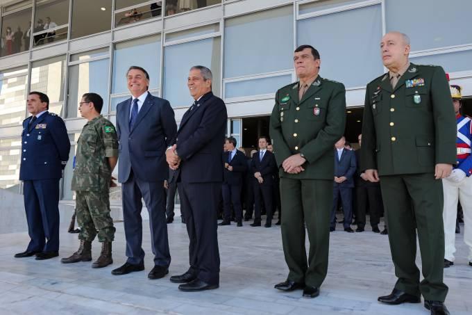 Bolsonaro militares