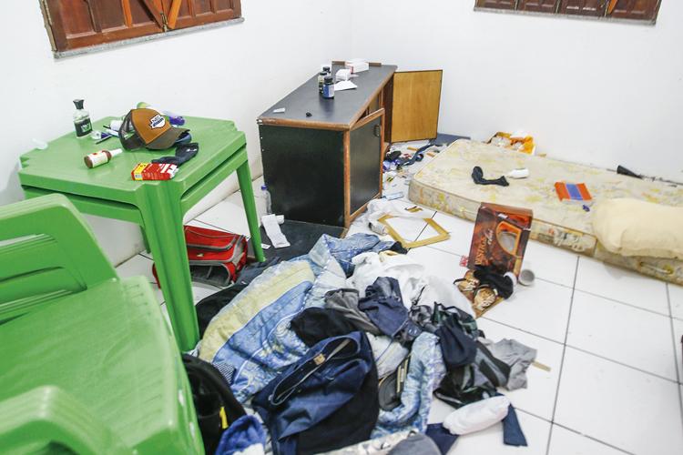 """A VERSÃO DA VIÚVA -A casa onde Adriano foi morto: """"tortura e execução"""" -"""