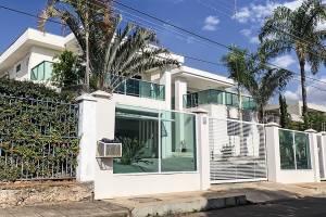PECHINCHA -A casa: 395 metros de área construída num bairro de elite de Brasília e um aluguel que custa 8000 reais por mês -