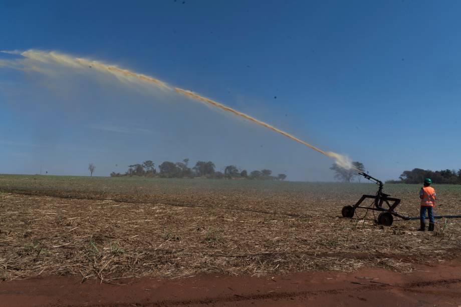 Canhão de água utilizado para fazer irrigação -