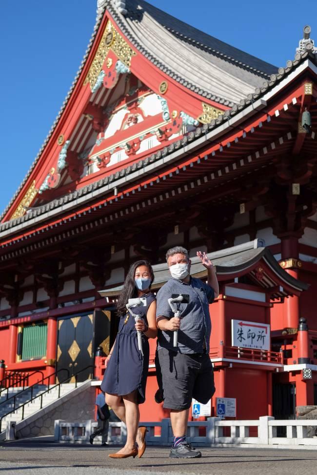 Os guias de turismo Meg Yamagute e Roberto Maxwell oferecem tours virtuais na cidade olímpica