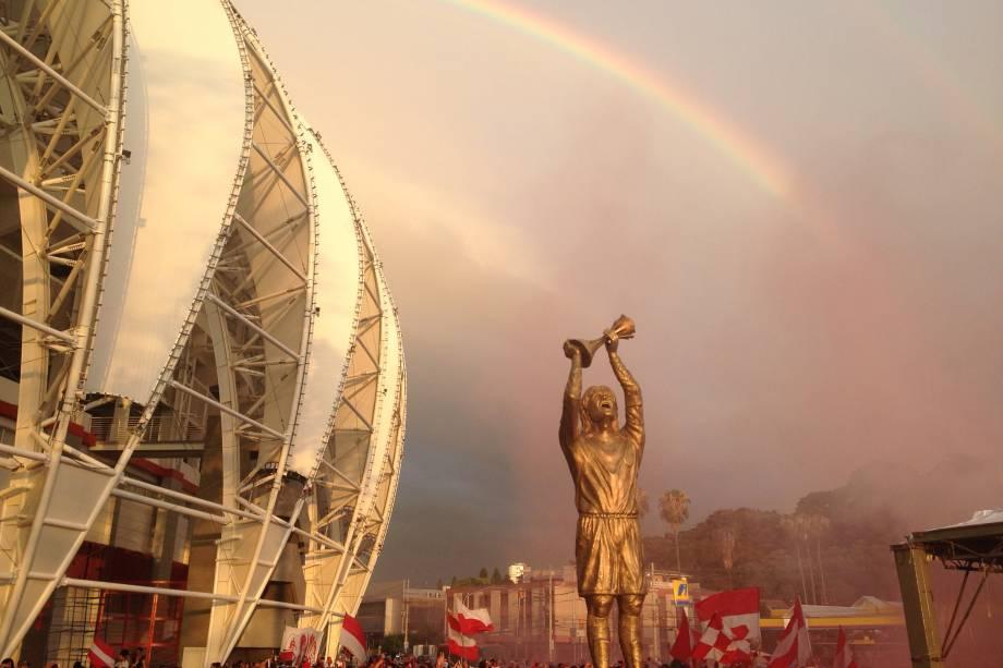 Estátua de Fernandão, ídolo do Inter morto em 2014, no Beira-Rio -