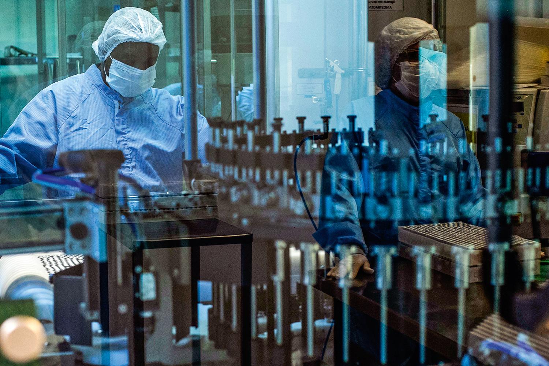 100% NACIONAL -Linha de fabricação na Fiocruz: doses feitas no Brasil -
