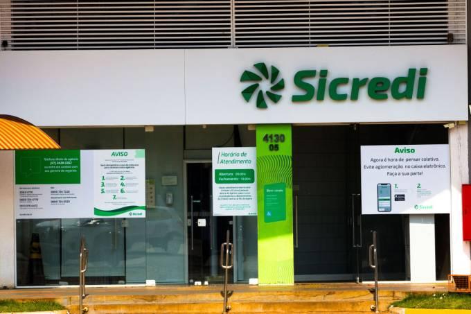 The Sistema de Crédito Cooperativo (Sicredi) logo at a bank