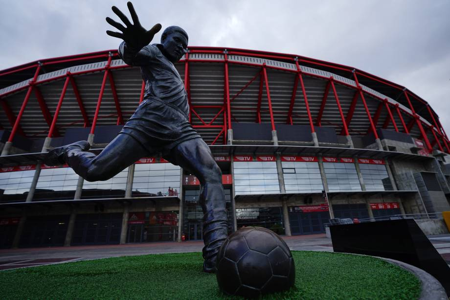Estátua de Eusébio, ídolo português da década de 60, no Estádio da Luz, do Benfica -