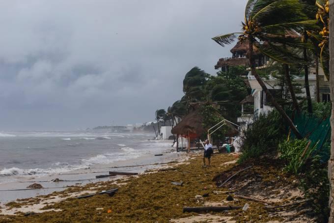 Hurricane Grace Hits Playa Del Carmen Coast