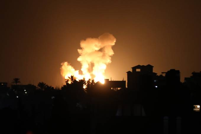 Israeli attacks hit points of Palestinian resistance groups in Gaza