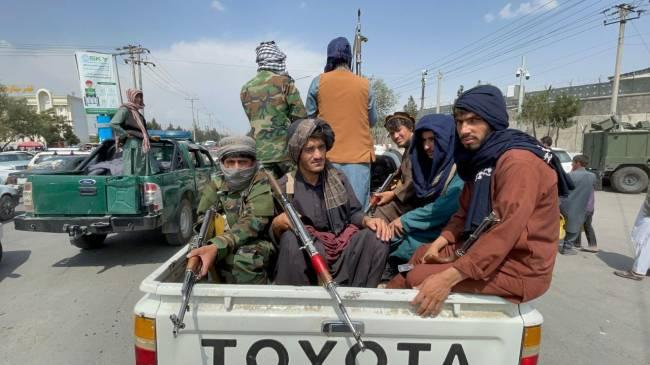 Membros do Talibã assumem o controle do aeroporto de Cabul - 31/08/2021