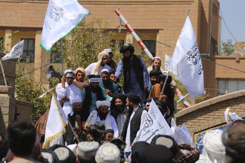 Líderes do Talibã desfilam e fazem discurso à população na cidade de Herat - 31/08/2021