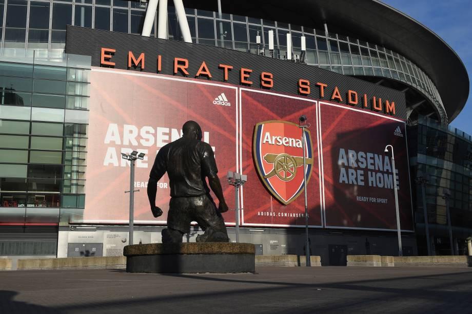 Estátua de Thierry Henry, ídolo francês do Arsenal, no Emirates Stadium -