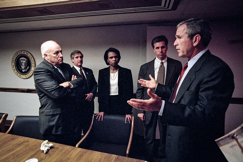 BASTIDORES -Condoleezza (no centro) e Bush (à dir.): calma para lidar com o caos