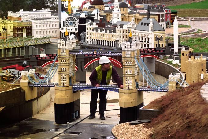 Man fixes lego bridge
