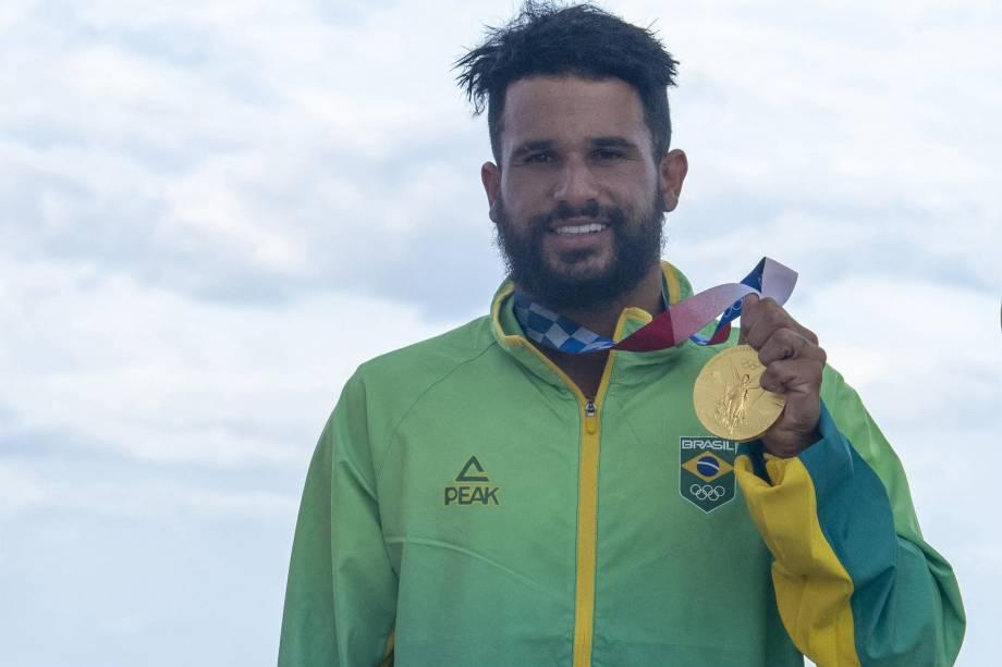 O surfista Italo Ferreira, do Brasil, ganha o ouro -