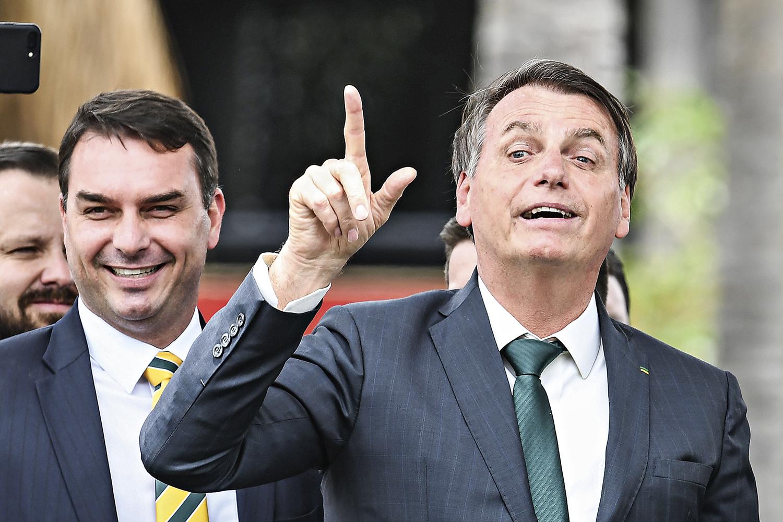 RACHADINHA -Flávio Bolsonaro: investigadores do Rio de Janeiro estão no encalço do senador há mais de dois anos -