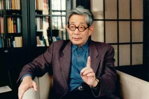 Kenzaburo Oe, que ganharia o Nobel de Literatura em 1994: trinta anos antes ele escreveu crônicas sobre Tóquio e a primeira Olimpíada na cidade--
