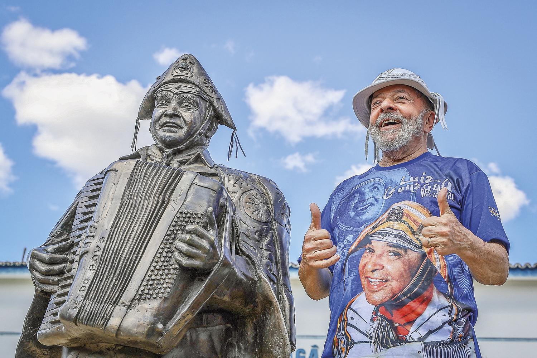 """NA ESTRADA -Lula: favorito nas pesquisas, o ex-presidente reeditará nova """"caravana"""" para costurar possíveis alianças -"""