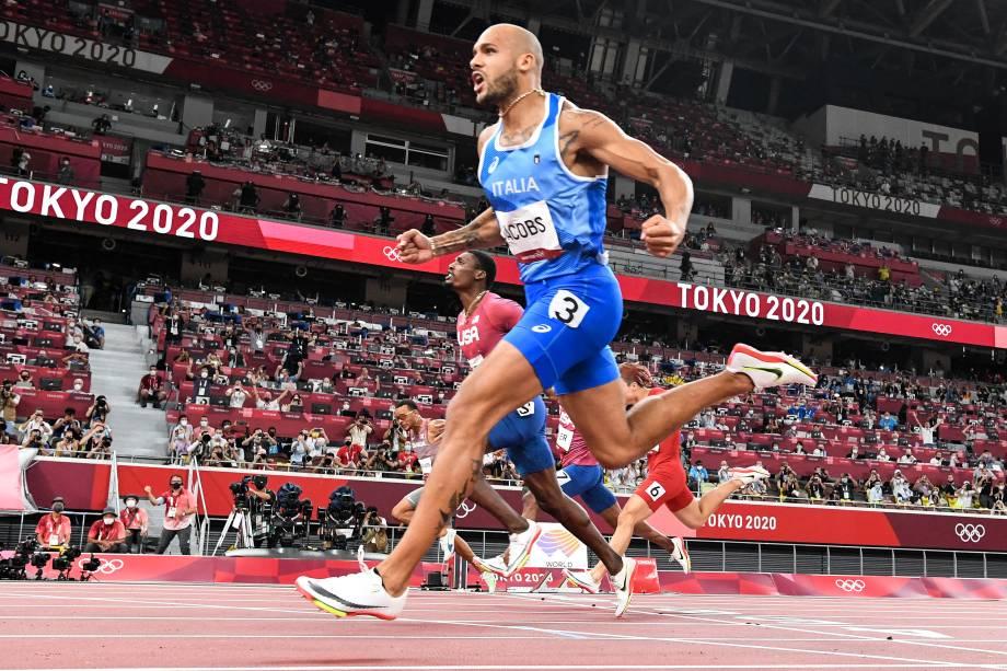 O italiano Lamont Marcell Jacobs comemora vitória na prova dos 100m no atletismo -