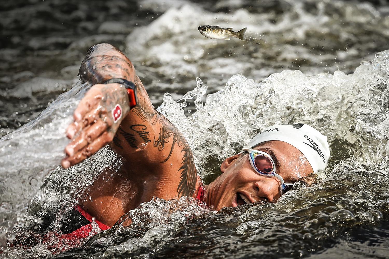 """COMO UM PEIXE - Ana Marcela, ouro na maratona aquática: """"A mulher pode ser o que quiser"""" -"""