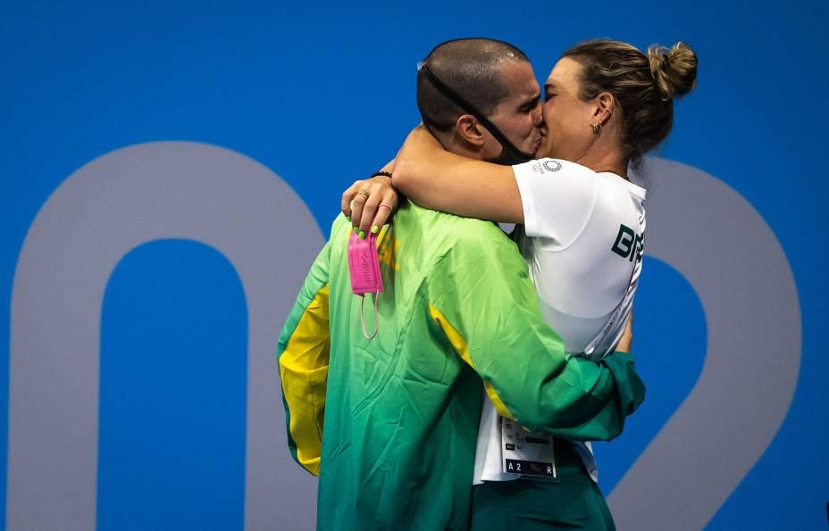 O brasileiro Bruno Fratus e Michelle Lenhardt, sua esposa e treinadora -