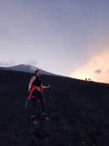 Nina Takahashi, no início da trilha Gotemba, rumo ao topo do Monte Fuji -