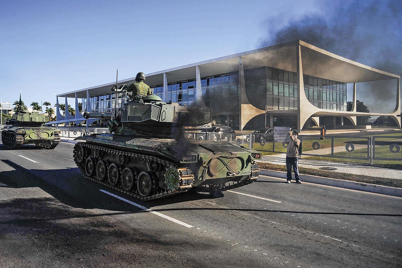 VEXAME -A fumacenta parada militar da última terça, 10: motivo de piadas dentro da Suprema Corte -