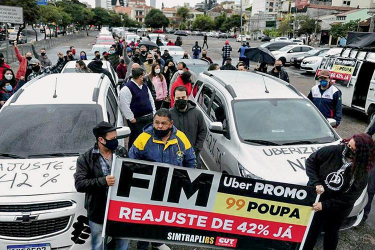 PROTESTO - Porto Alegre: os motoristas cobram reajuste para receber mais -