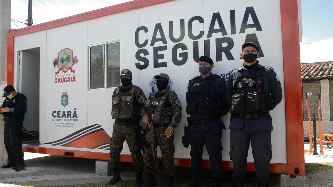 Policiais em Caucaia, cidade que enfrenta guerra de facções pelo controle do tráfico de drogas