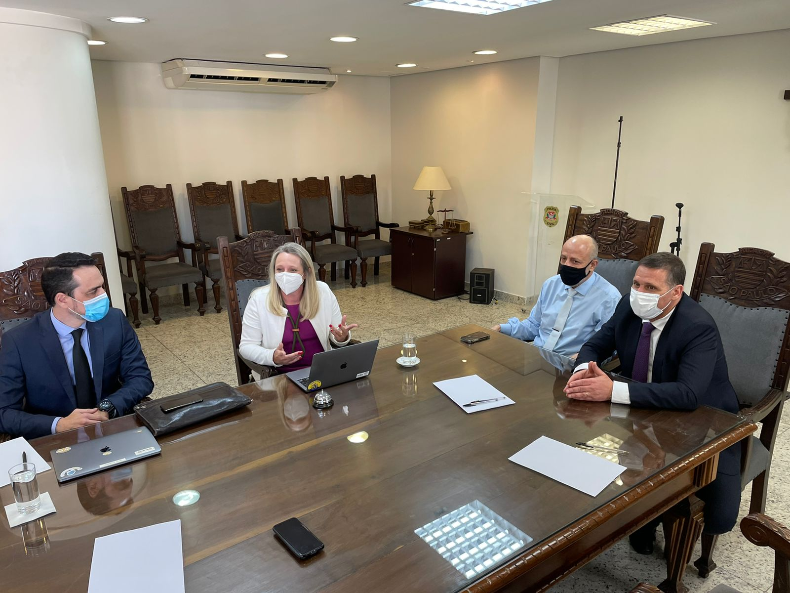 Reunião entre representantes do Procon-SP, Mercado Livre e Polícia Civil para discutir acordo de cooperação