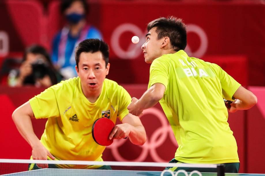 Os brasileiros Vitor Ishiy e Gustavo Tsuboi durante partida pelo tênis de mesa -
