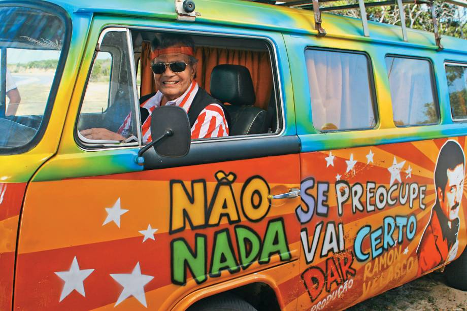 """Como Ramon Velasco no filme """"Não Se Preocupe, Nada Vai Dar Certo"""", de 2011 -"""