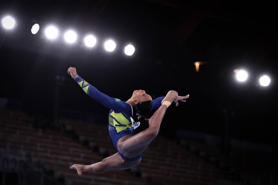 A atleta brasileira Rebeca Andrade conquista a medalha de prata na ginástica -