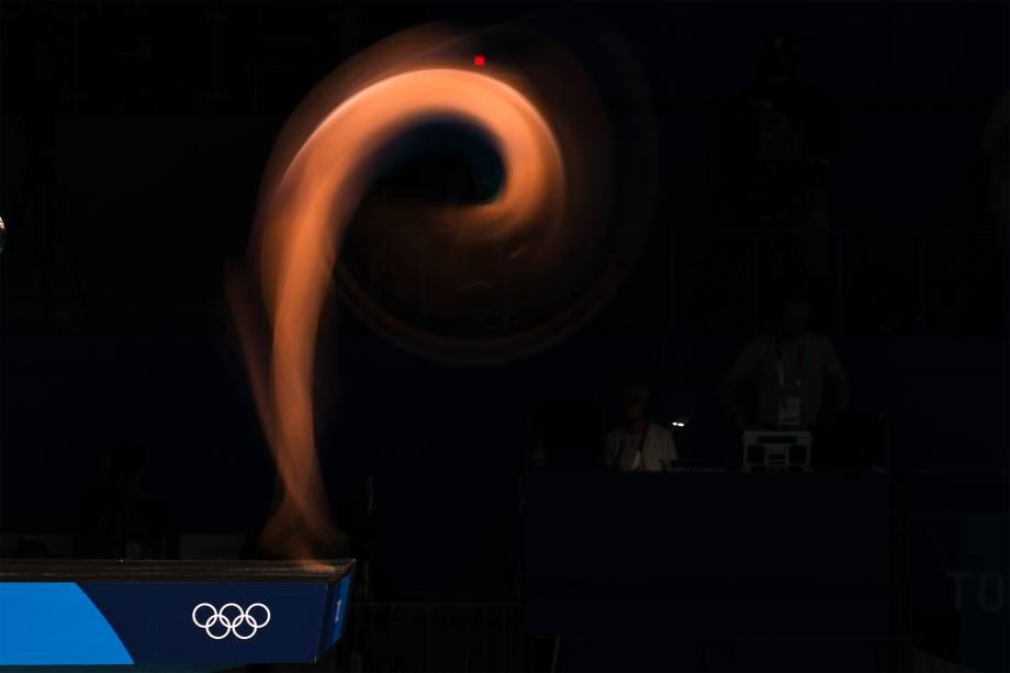 Atleta nas semi-finais do salto ornamental -