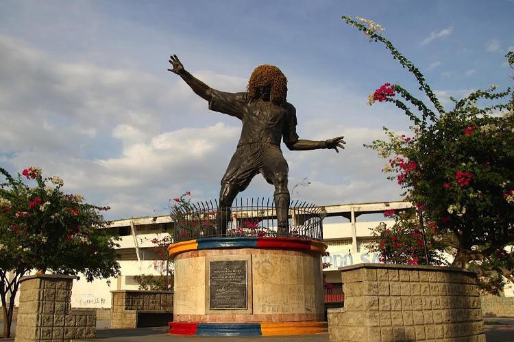 Estátua de Carlos Valderrama, ídolo do futebol colombiano, no Estádio Eduardo Santos, em Santa Marta -