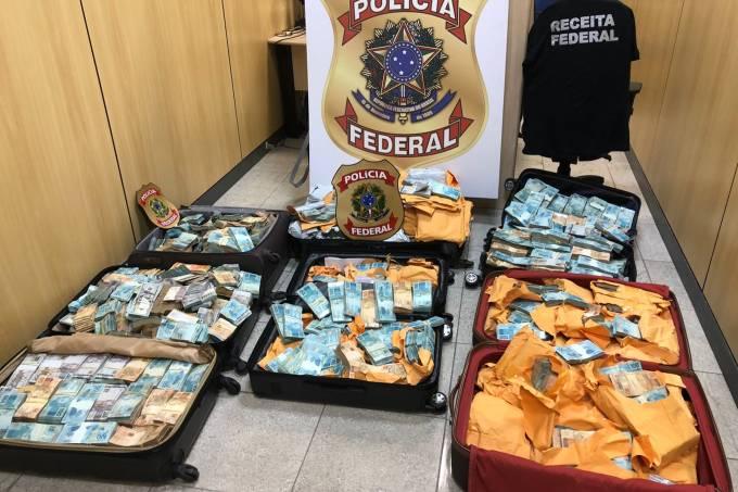 PF encontra malas de dinheiro em operação no Rio