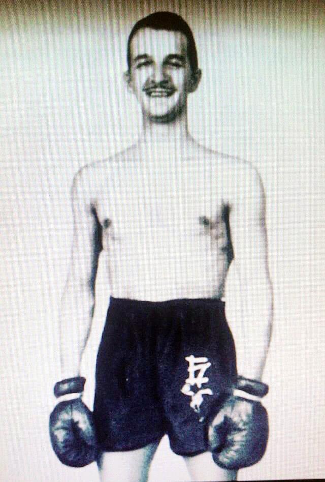 """Yukio Mishima: """"Não há logicamente nas competições de boxe das Olimpíadas nem um pouco do aspecto sombrio a que me acostumei a ver no boxe profissional------"""